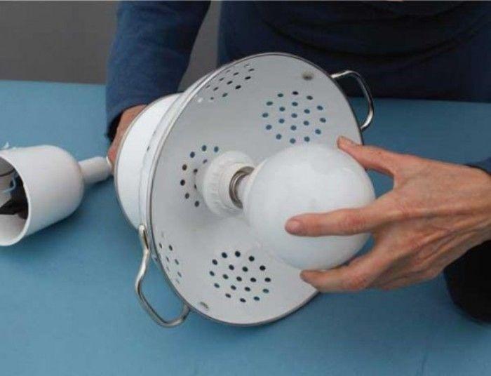 diy-pendant-lamp-of-colander-7-500x383